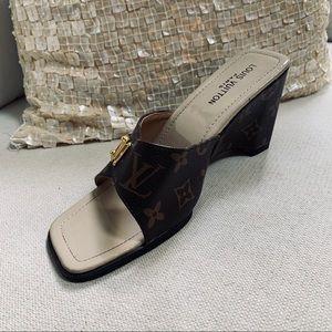 Louis Vuitton Paris Wedge Heel Single Shoe Sz 7M
